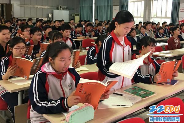 徐梦童老师带领学生诵读国学经典《论语》